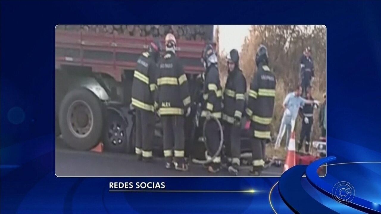 Músicos de banda universitária morrem após carro entrar embaixo de carreta