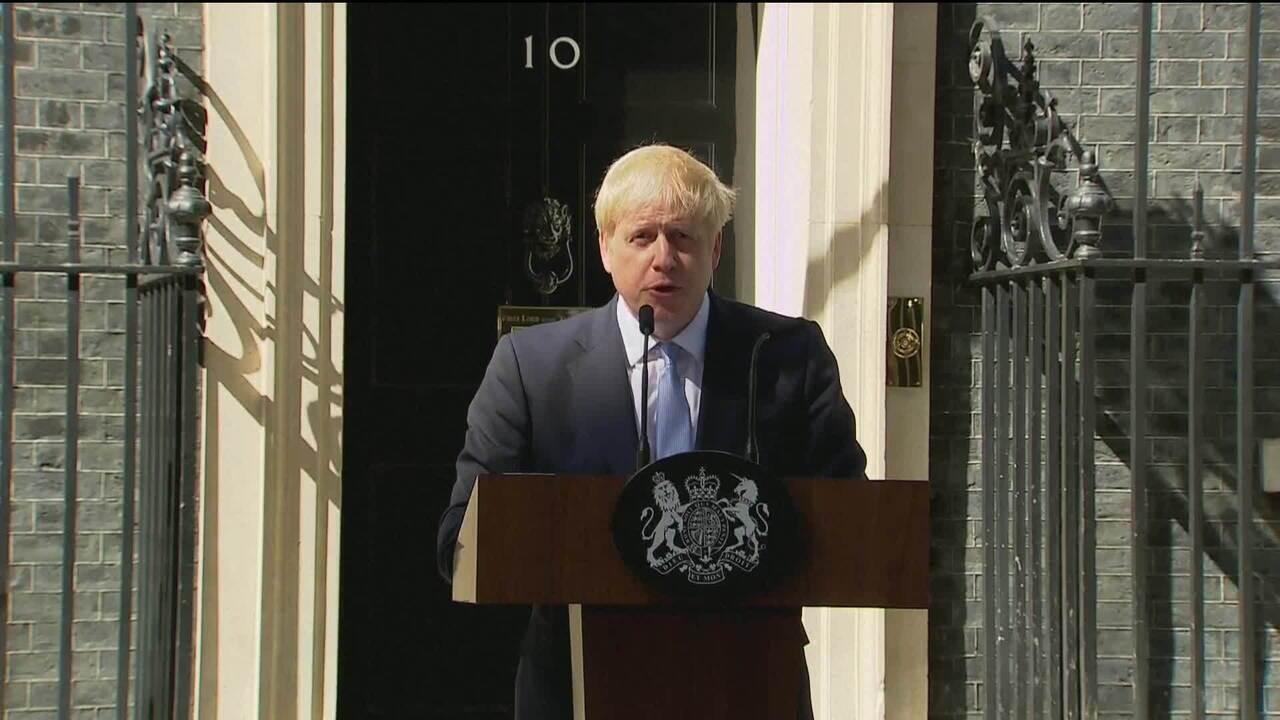 Boris Johnson se torna primeiro-ministro e diz que Reino Unido deixa UE no dia 31/10
