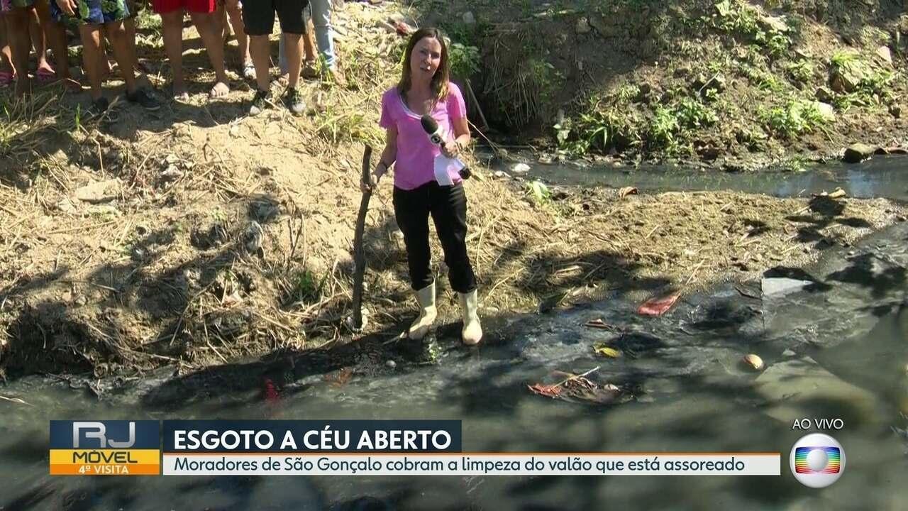 O RJ Móvel foi a São Gonçalo, nessa quarta-feira, pra cobrar a limpeza de um valão