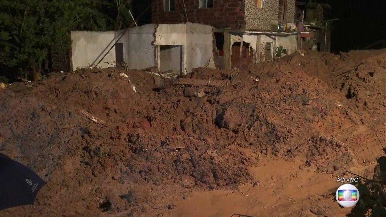 Sobe para 12 o número de mortos por causa das chuvas na região metropolitana do Recife
