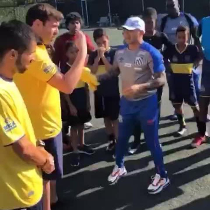Jorge Sampaoli, técnico do Santos, dá treinamento em escola do Boca Juniors, no Guarujá