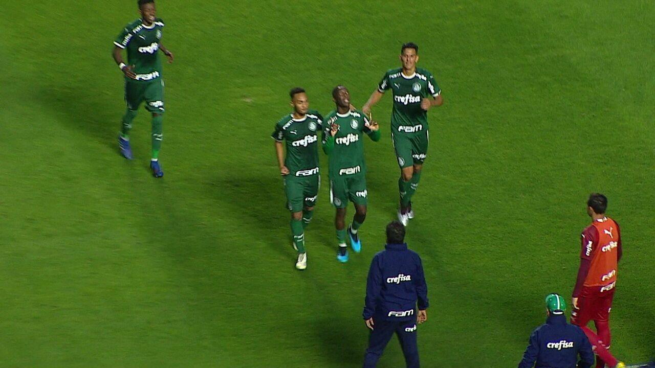 Patrick de Paula marca de falta para o Palmeiras contra o São Paulo