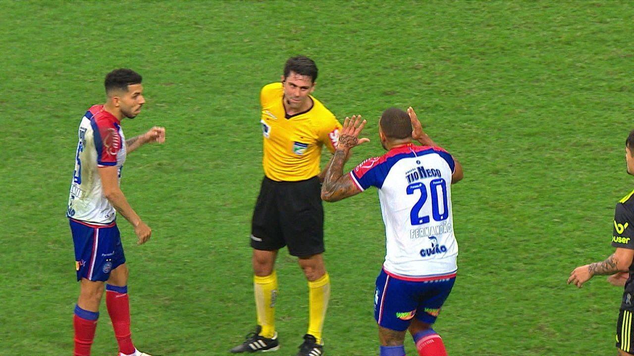 Por ofensa ao árbitro, Fernandão recebe cartão vermelho e é expulso, aos 44' do 2º tempo