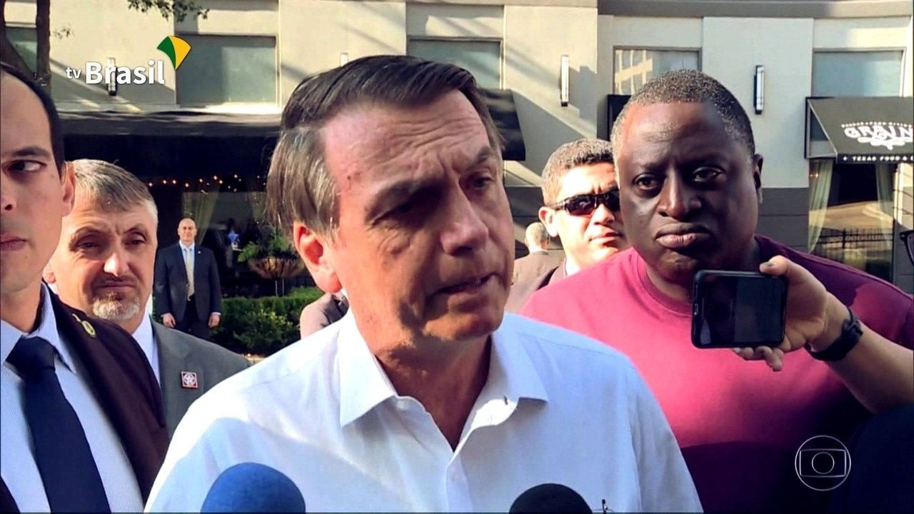 Levantamento de jornal revela que clã Bolsonaro nomeou 102 assessores com laços familiares