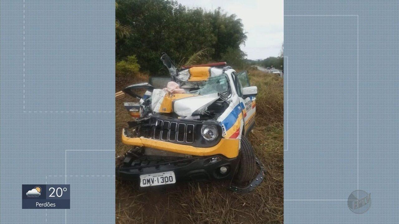 Militares ficam feridos após viatura ser atingida por caminhão em Ouro Fino