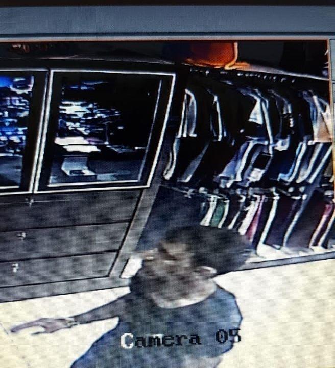 Jovem é agredida durante roubo a loja em Uberlândia