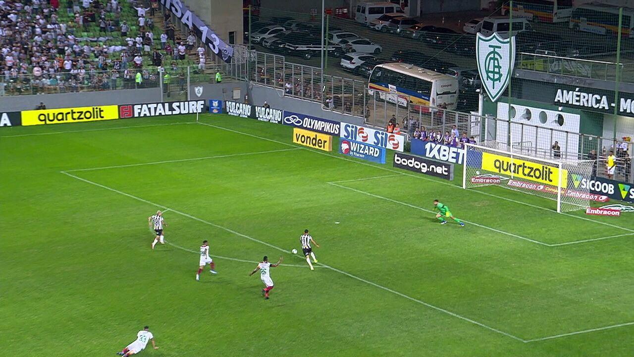 Ricardo Oliveira demora para finalizar e perde gol incrível, aos 19' do 1º tempo