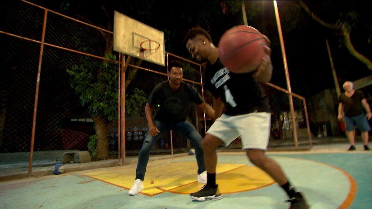 Leandrinho visita gravação da novela Bom Sucesso, que tem o basquete como tema