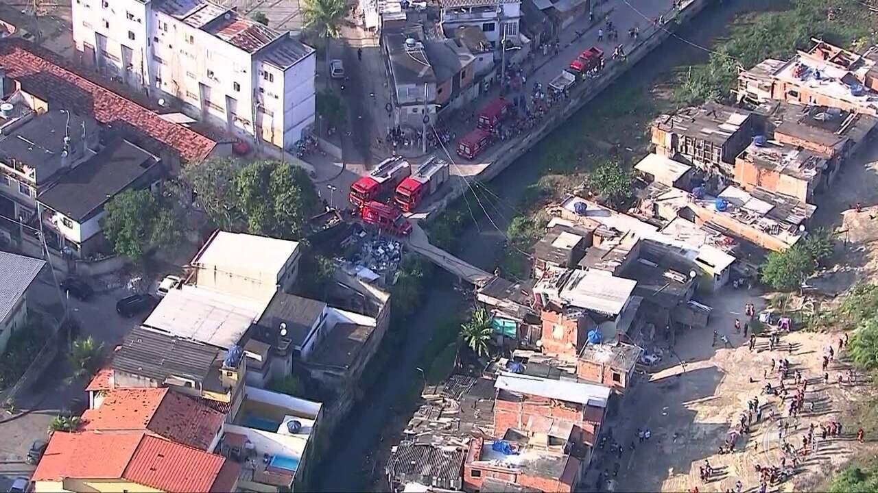 Mãe e filho são as vítimas presas nos escombros de desabamento na Curicica