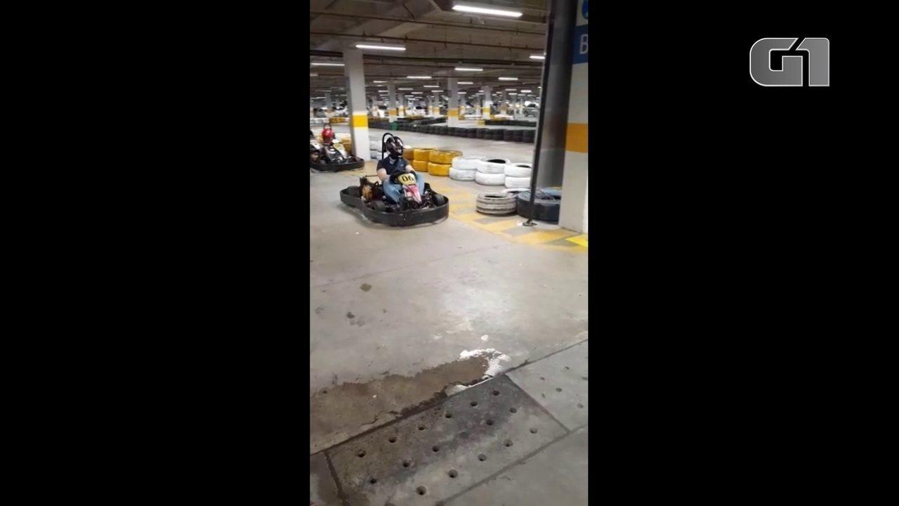 Vídeo mostra jovem que teve couro cabeludo arrancado andando de kart antes do acidente