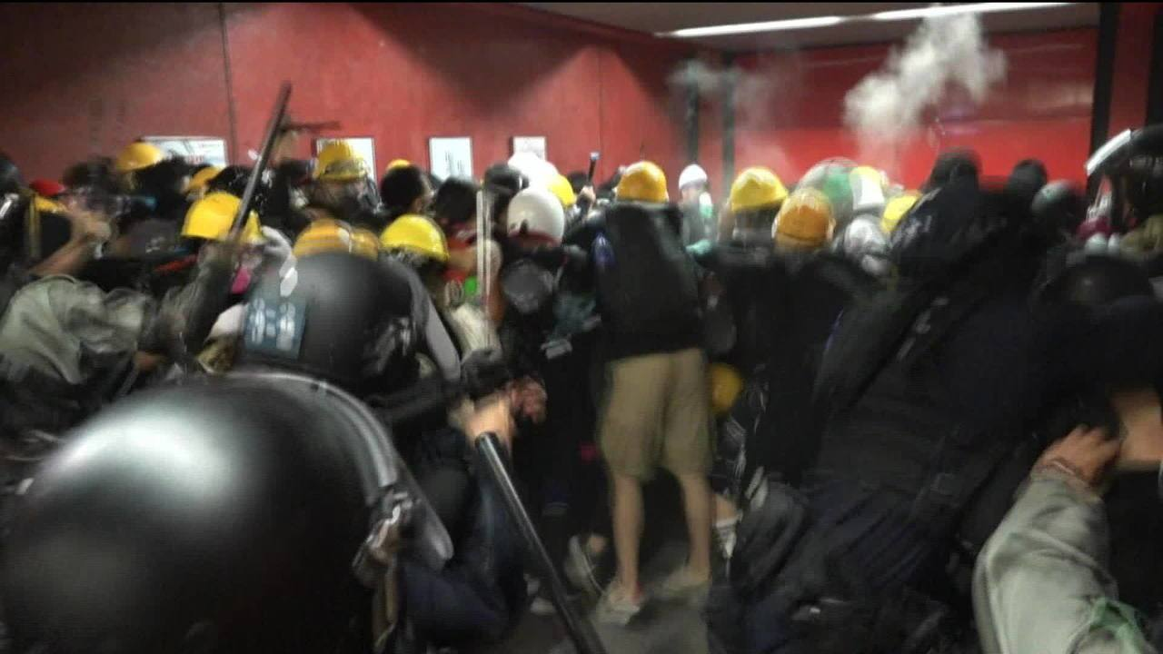 China: protestos em Hong Kong têm sinais de terrorismo