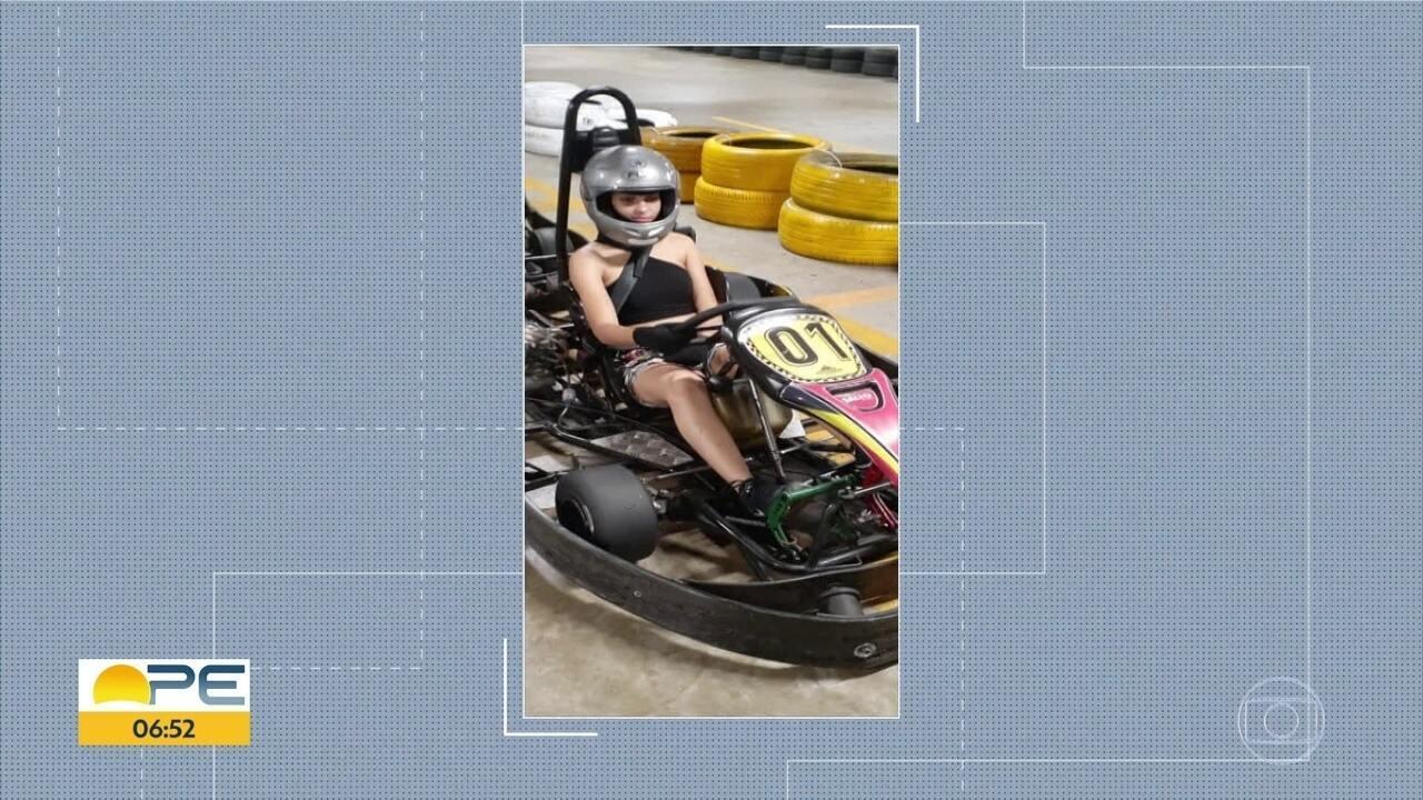 Jovem que sofreu acidente em corrida de kart apresenta melhora no estado de saúde, diz HR