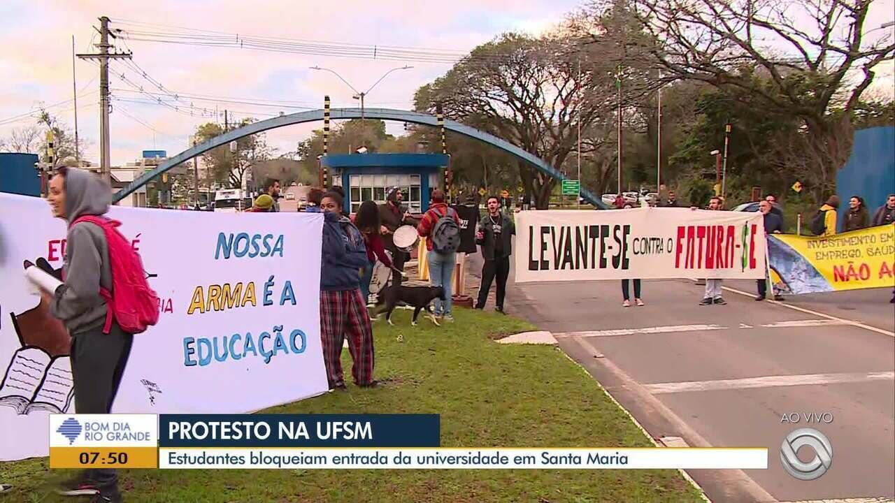 Estudantes da UFSM protestam na manhã desta terça (13)