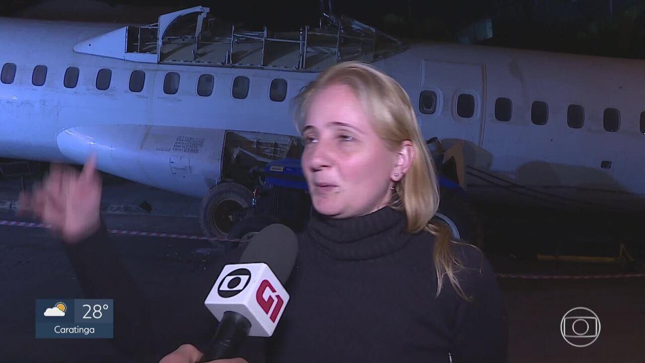 Avião puxado por trator surpreende moradores em Belo Horizonte