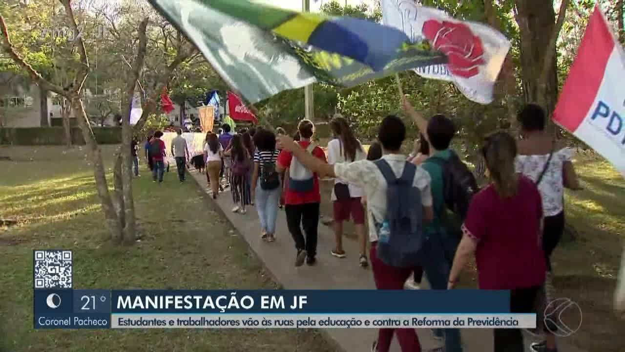 Manifestantes fazem ato em defesa da Educação e contra programa Future-se em Juiz de Fora