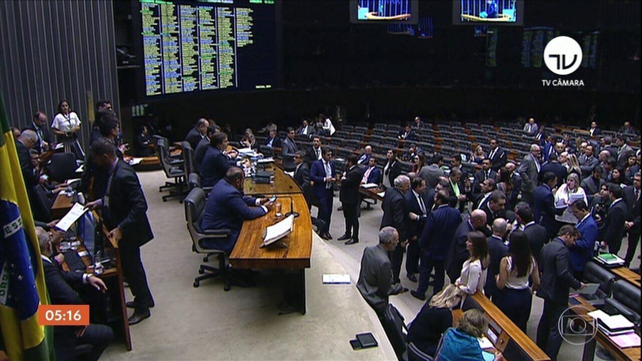 Câmara aprova projeto de lei sobre abuso de autoridade em votação simbólica