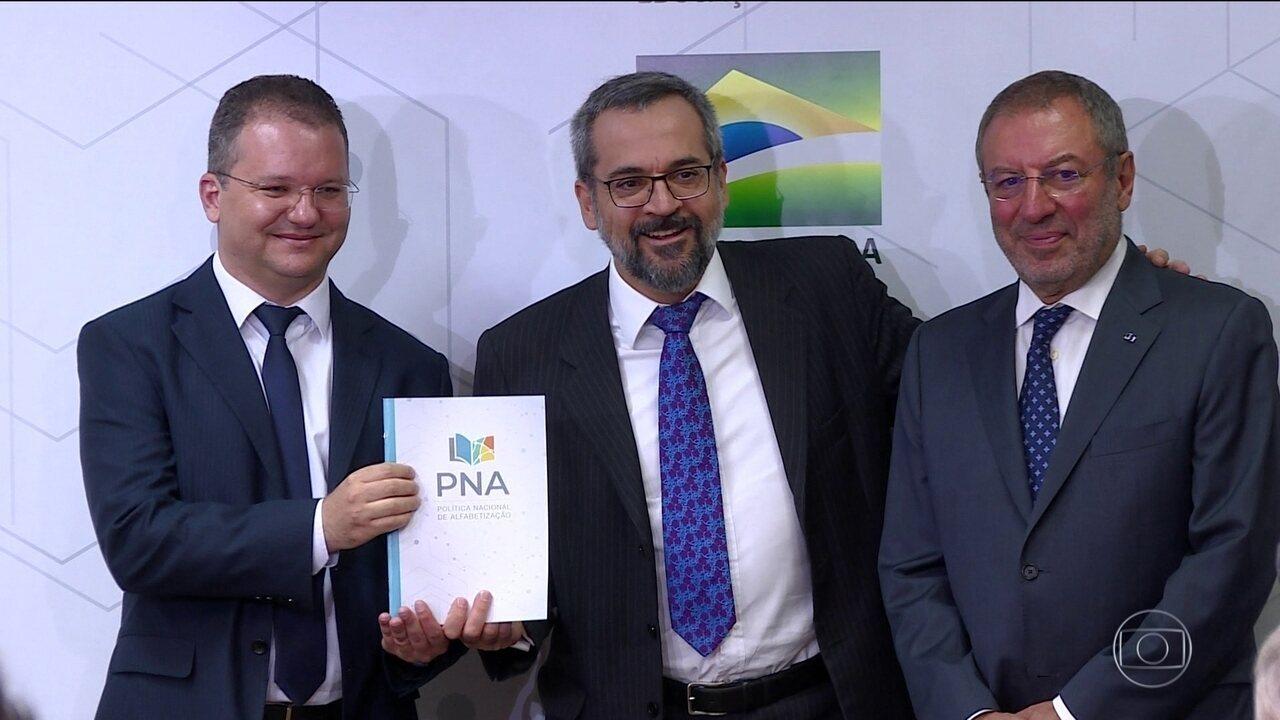 MEC divulga cartilha para orientar implementação de plano de alfabetização