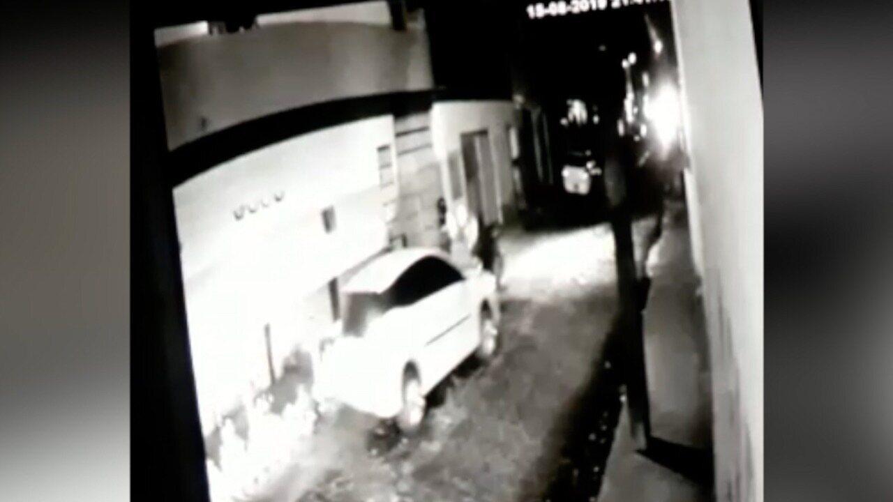 Vídeo mostra momento em que criminosos atropelam pedestres