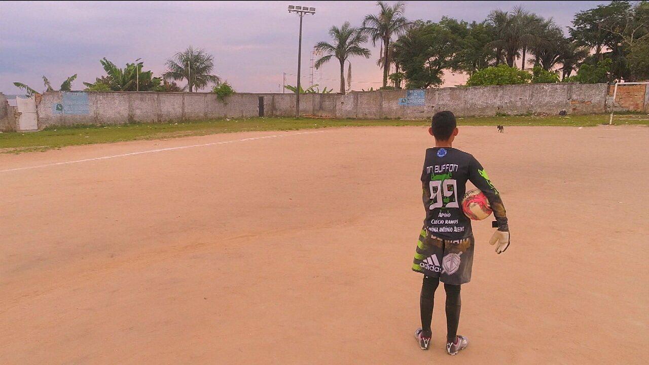 Conheça Emanoel, um garoto de Manaus e um goleiro espetacular