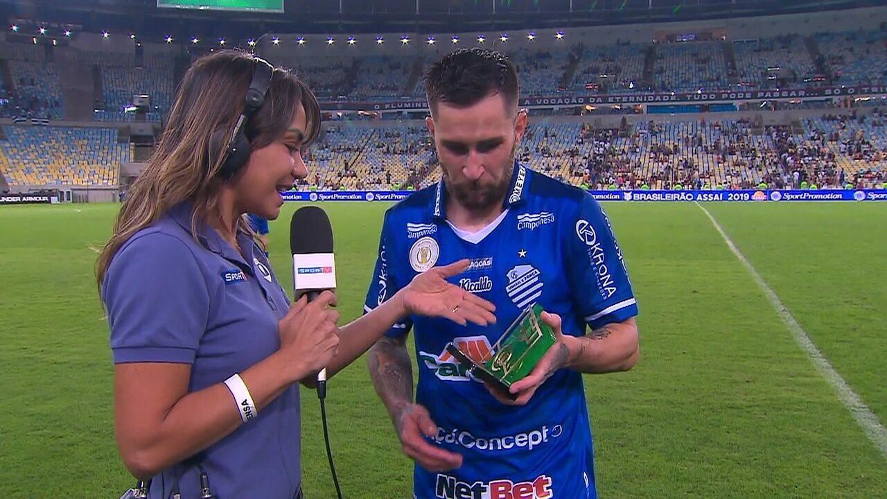 """Eleito o craque do jogo, Jonatan Gomez dedica vitória à torcida: """"Muito feliz"""""""