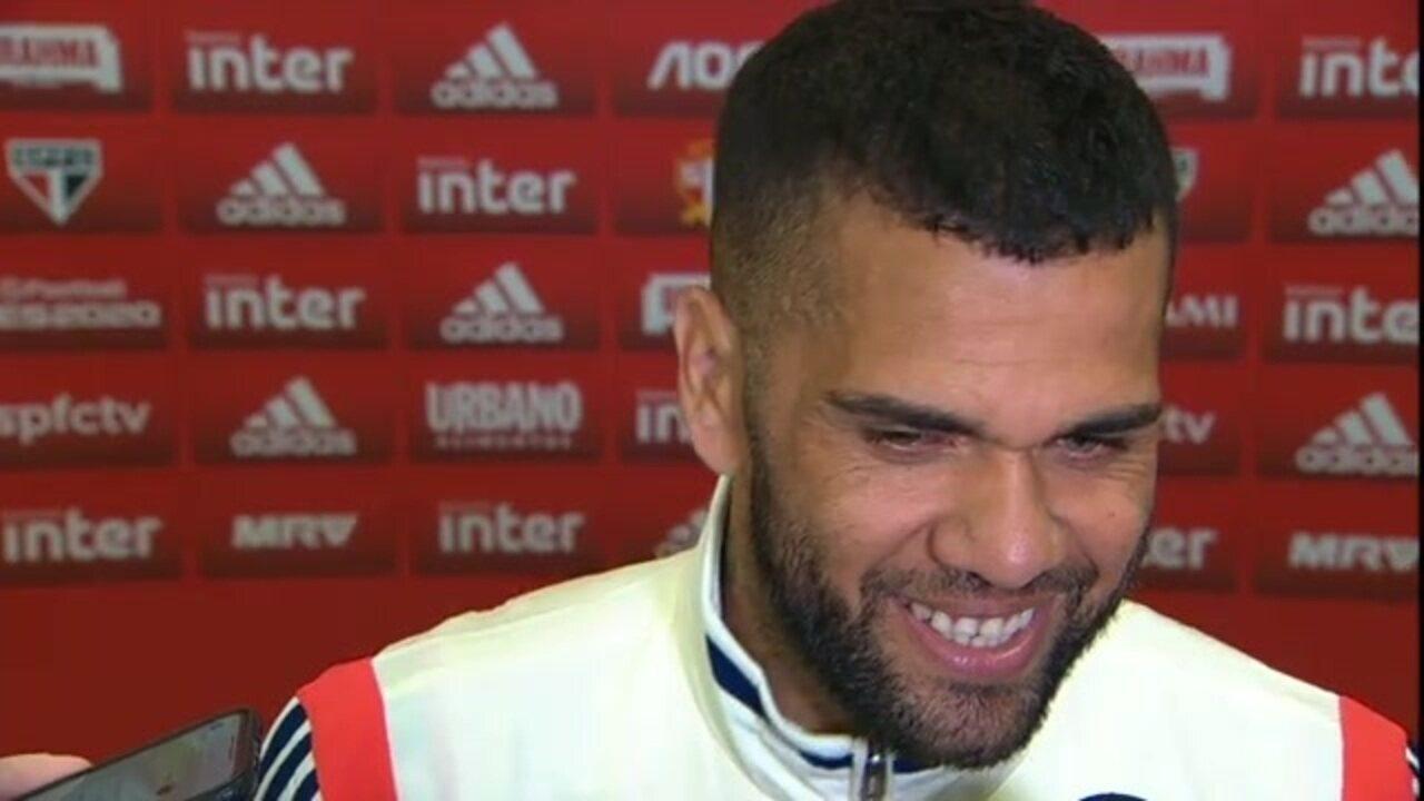Veja como foi a entrevista de Daniel Alves após estreia pelo São Paulo