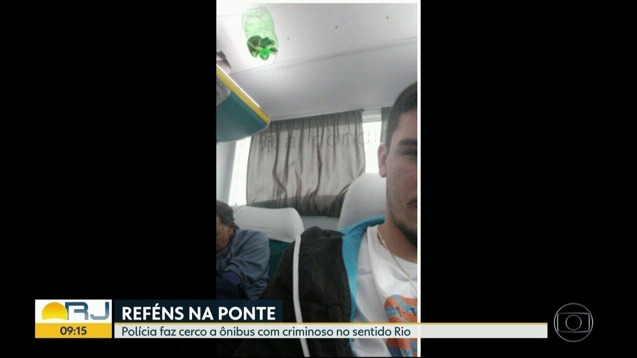 Reféns enviam fotos do interior o ônibus durante o sequestro