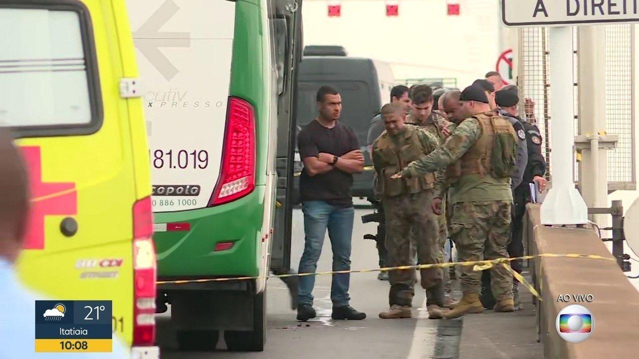 Sequestrador de ônibus na Ponte Rio-Niterói é baleado pela polícia
