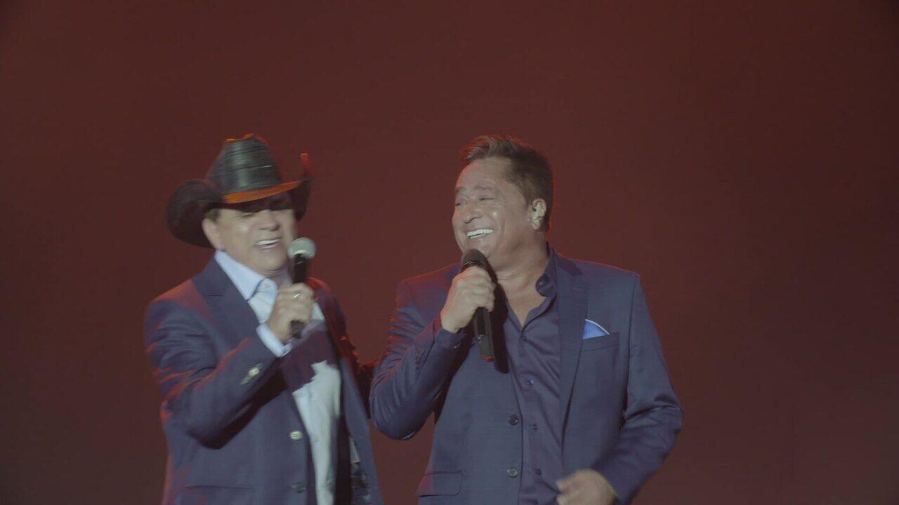 'Amigos' cantam juntos no palco da arena da Festa do Peão de Barretos 2019