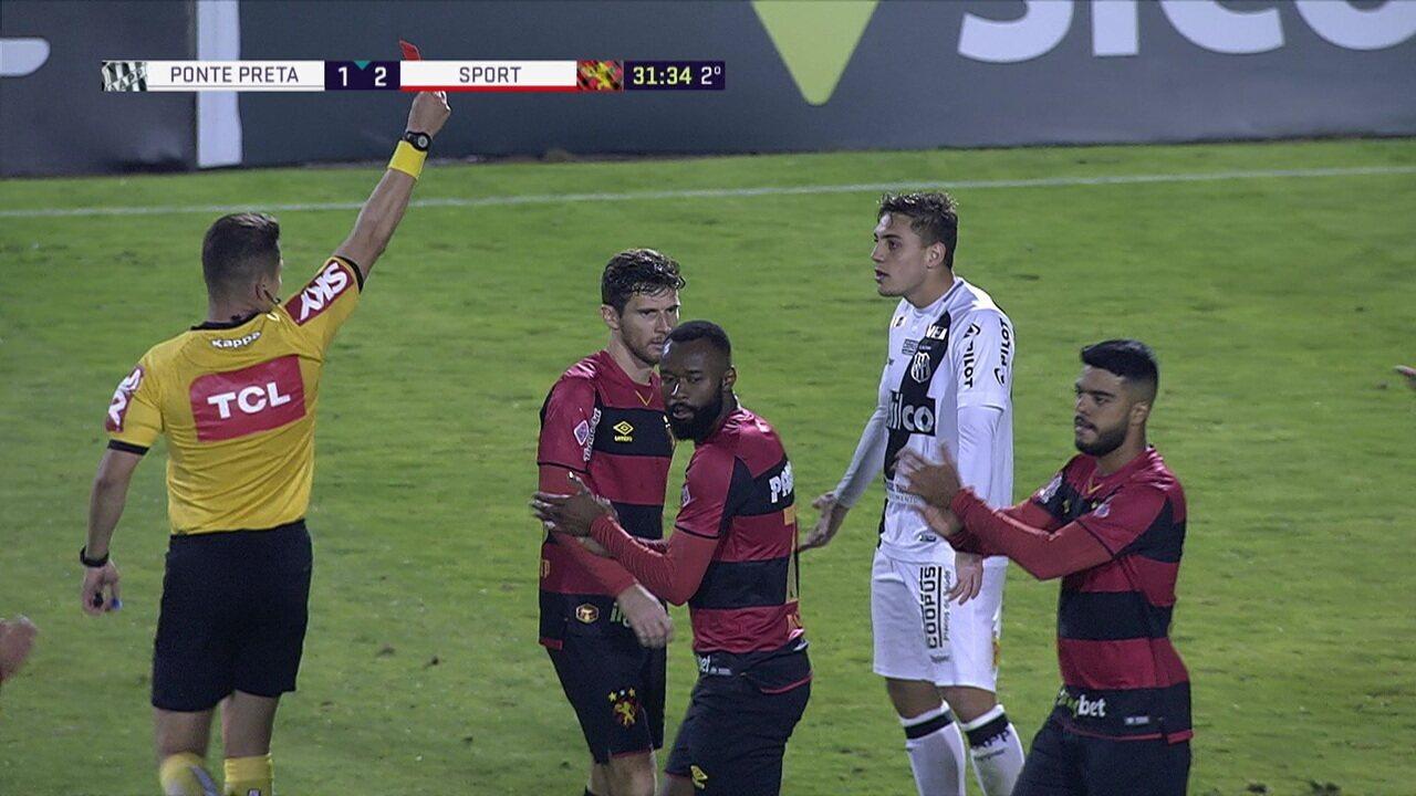 Camilo é expulso após entrada forte em Raul Prata, aos 31' do 2º tempo