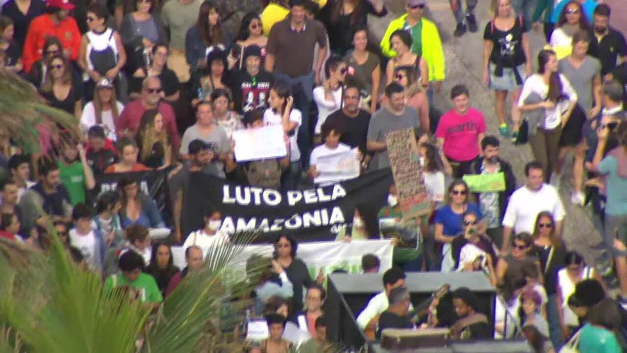 Manifestantes se reúnem no Rio de Janeiro em ato pela proteção da Amazônia