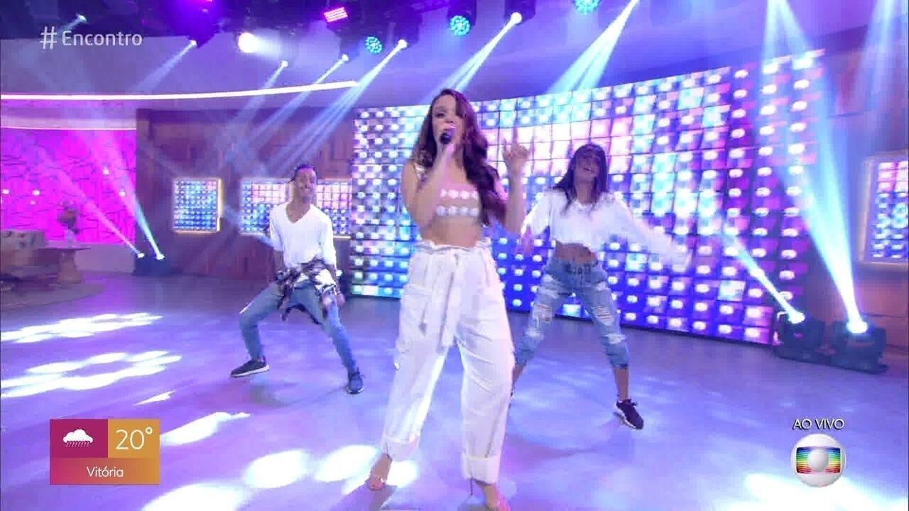 Larissa Manoela canta 'Hoje a Noite é Nossa'