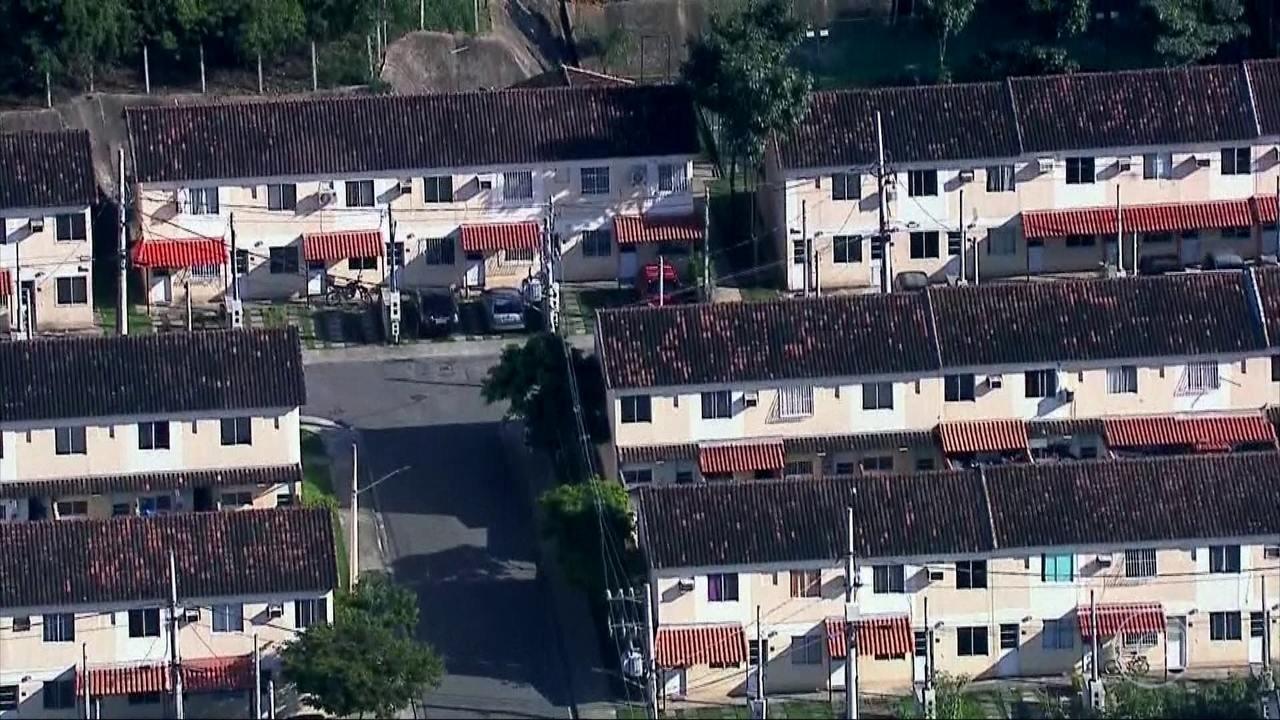 Levantamento do G1 mostra que mais de mil famílias do RJ perderam casas para milícias
