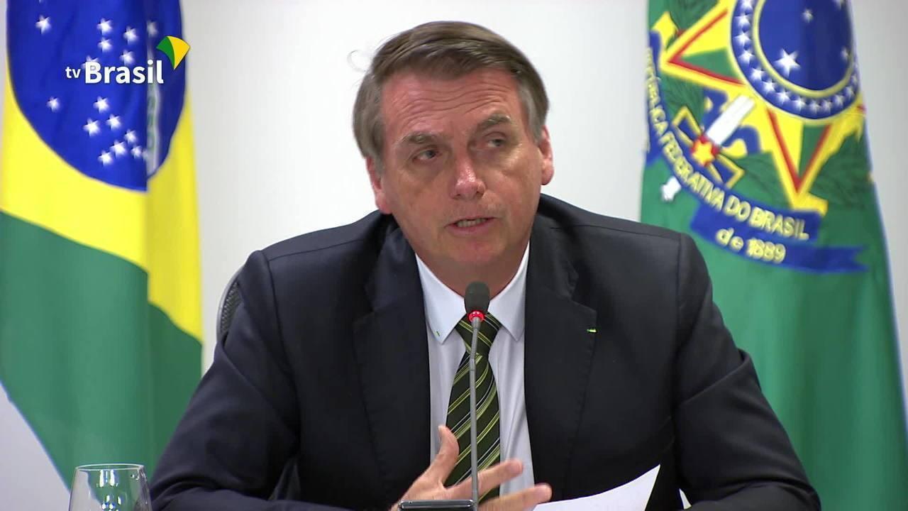 Bolsonaro defende exploração de terras indígenas em reunião sobre queimadas
