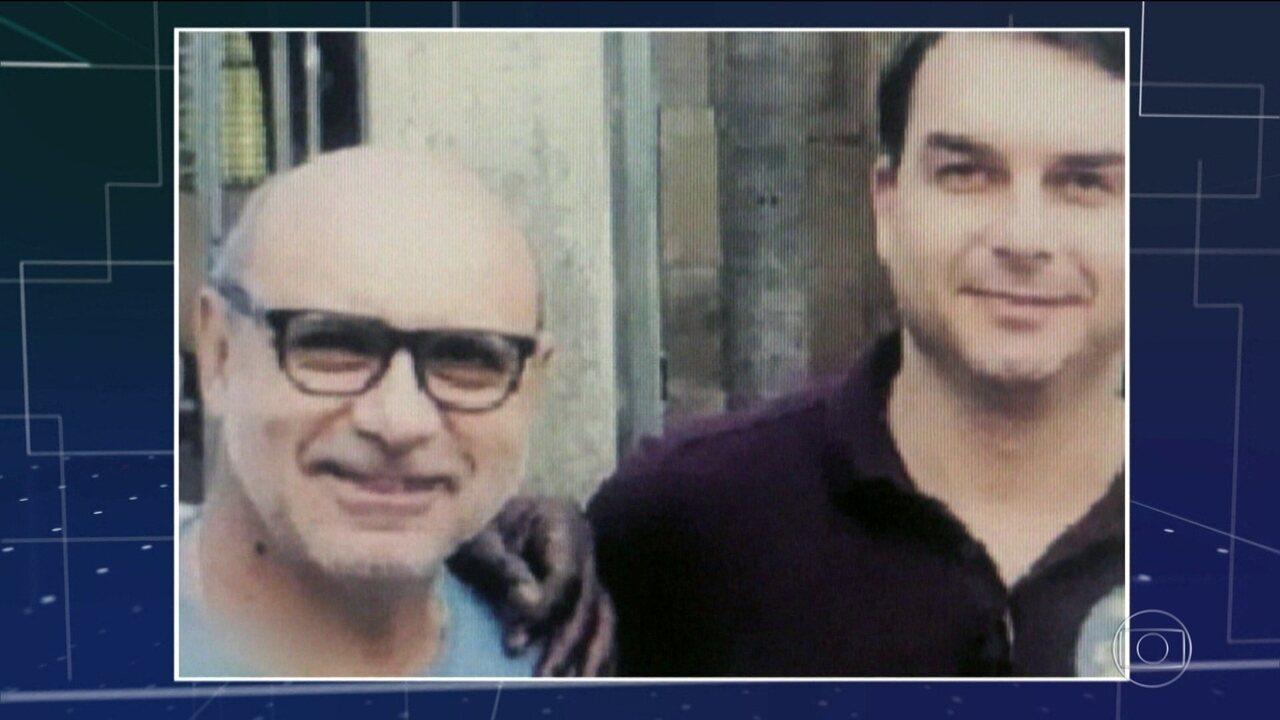Revista Veja revela que Fabrício Queiroz mora em São Paulo.