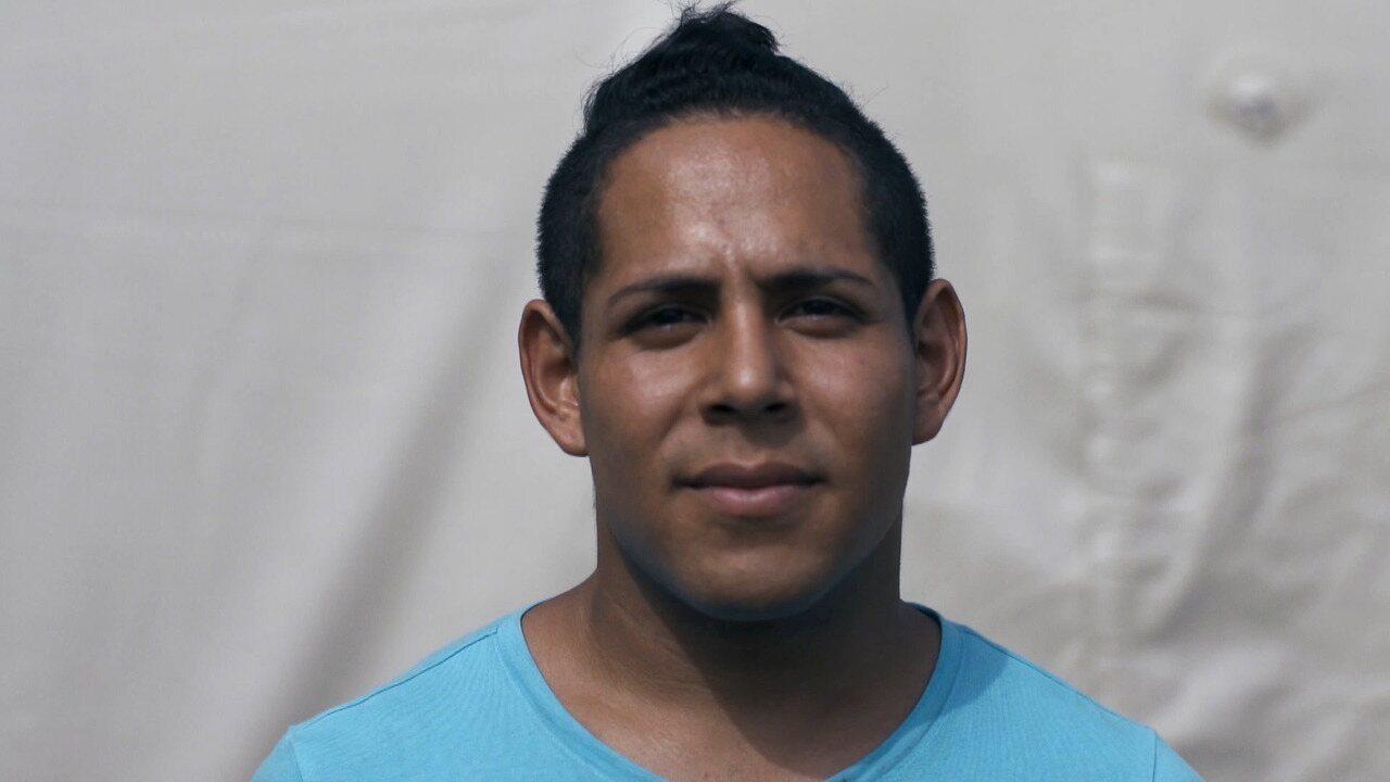 Conheça o refugiado venezuelano, campeão de judô, que faz show como transformista