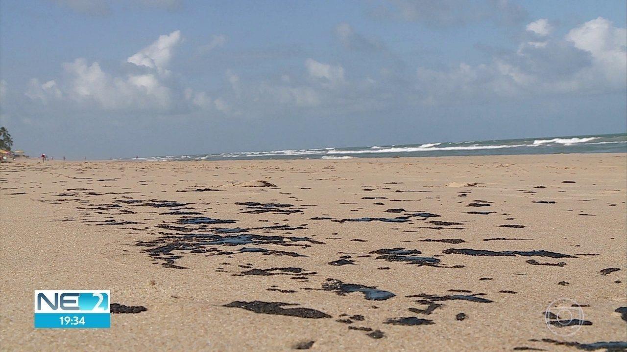 Manchas escuras e oleosas aparecem na Praia de Boa Viagem