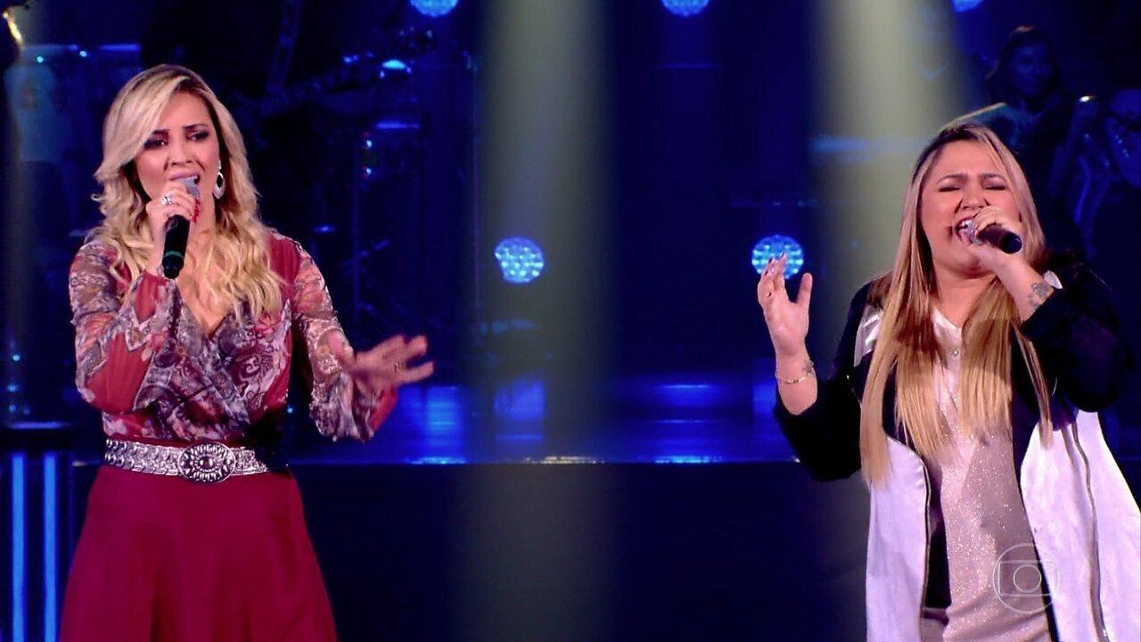 """Adrya Almeida e Rebeca Lindsay cantam """"De Quem É A Culpa"""""""