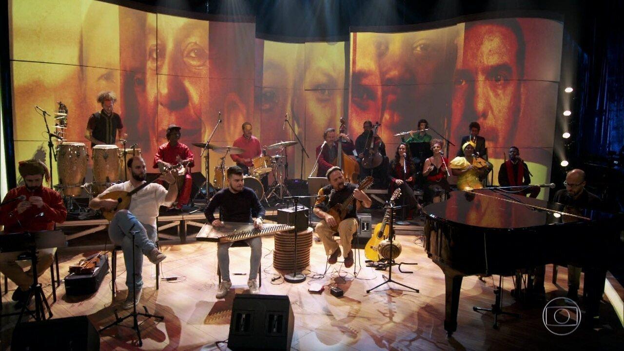 "Orquestra Mundana Refugi apresenta ""Ayacucho"""