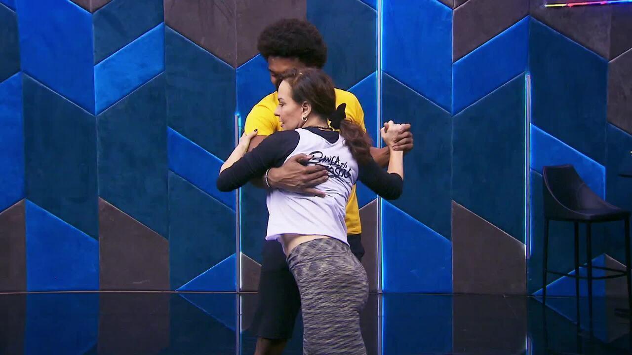 Veja o ensaio de Luiza Tomé com Marcus Lobo no 'Dança dos Famosos' no forró