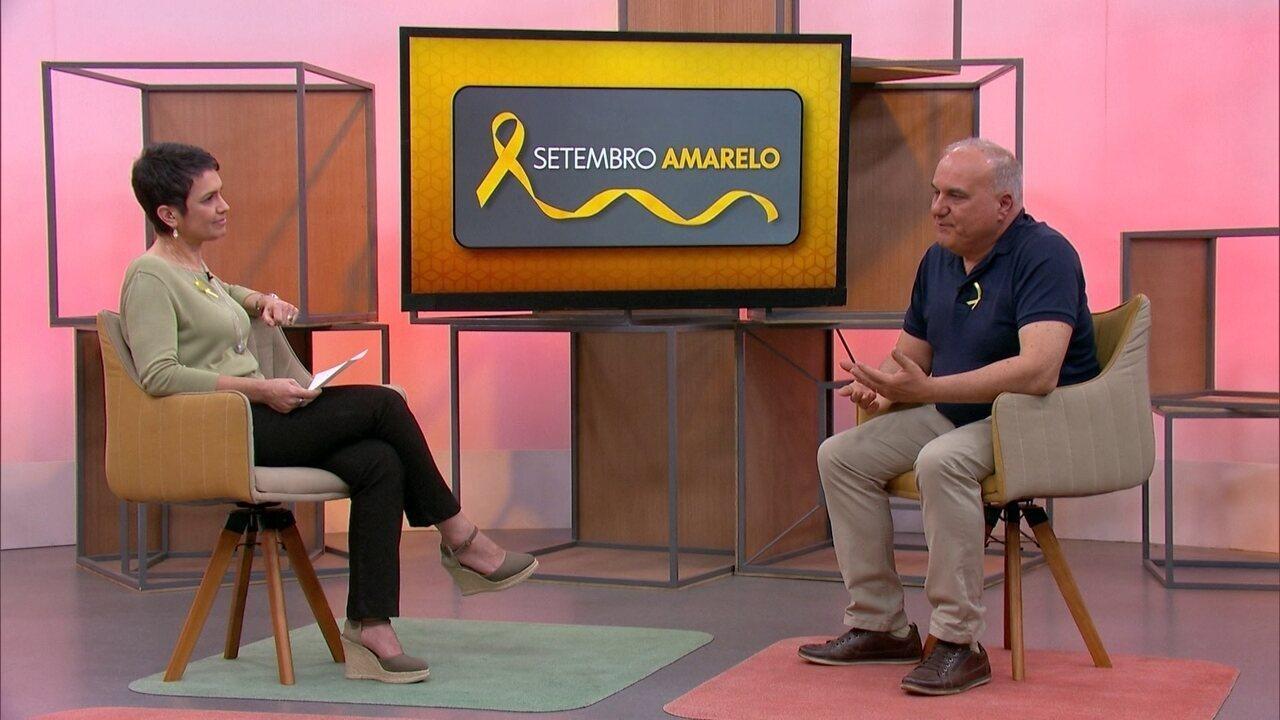 Sandra Annenberg conversa com um voluntário da CVV - veja a entrevista na íntegra