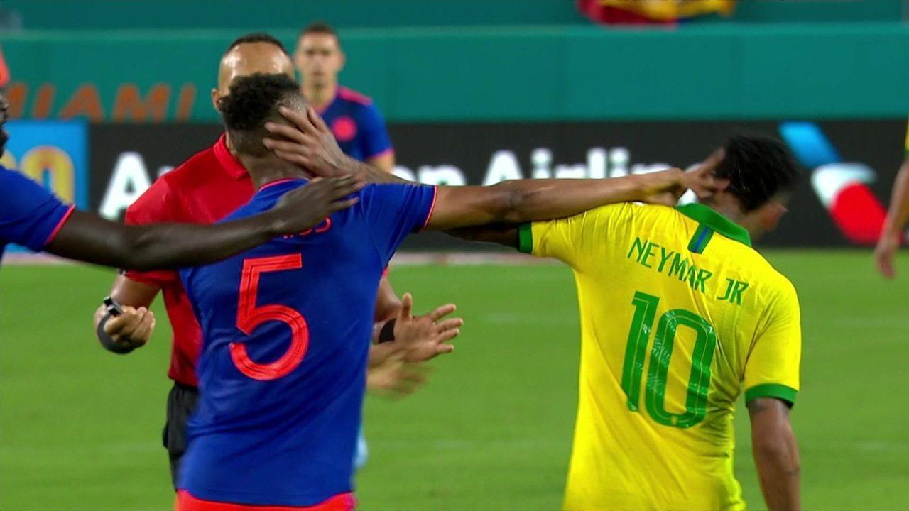 Neymar e jogador colombiano trocam empurrões que geram confusão em campo no fim de amistoso