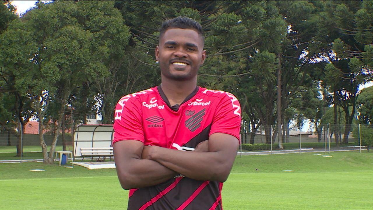 Nikão do Athletico-PR revela sua história de vida