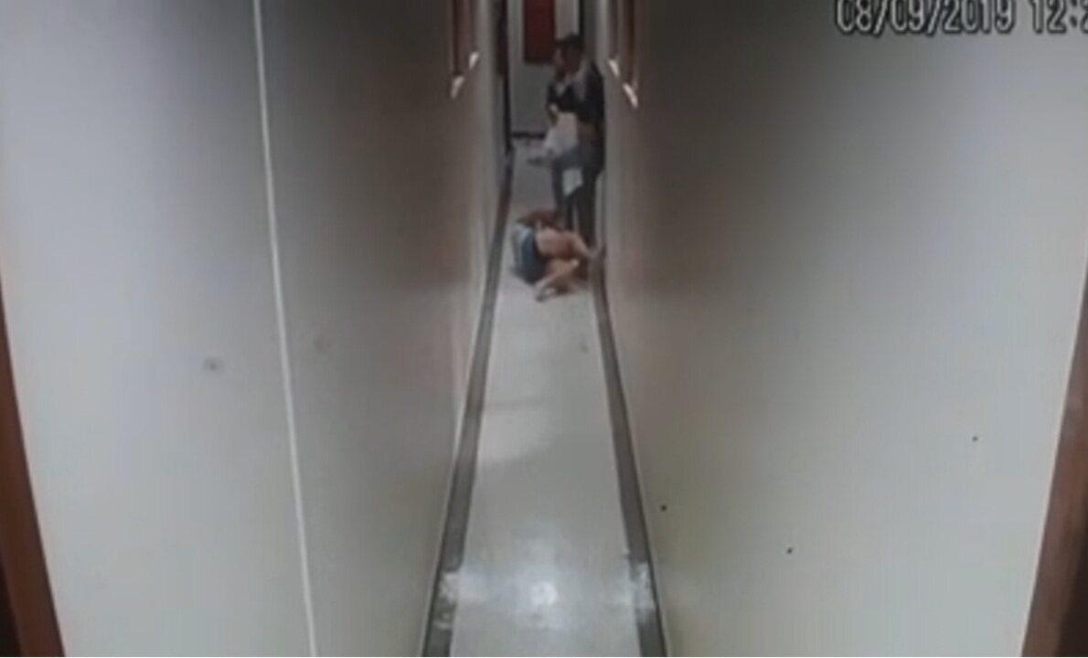 Durante briga, homem dá chutes e ponta pés em mulher em Vicente Pires, no DF