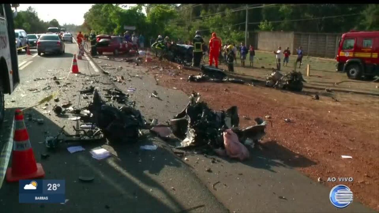Homem morre em colisão entre carro e caminhão na BR-343, em Teresina