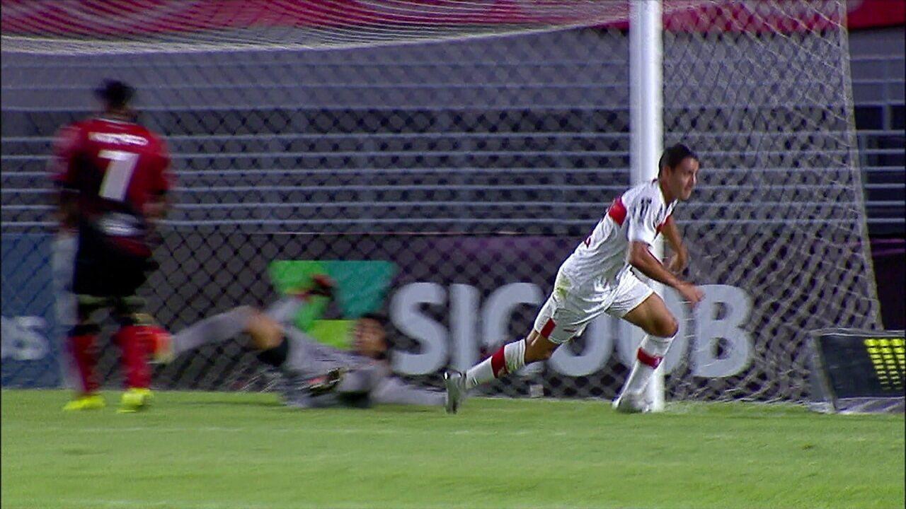 Gol do CRB! Felipe Ferreira escora cruzamento da esquerda e abre o placar aos 19 do 1º tempo