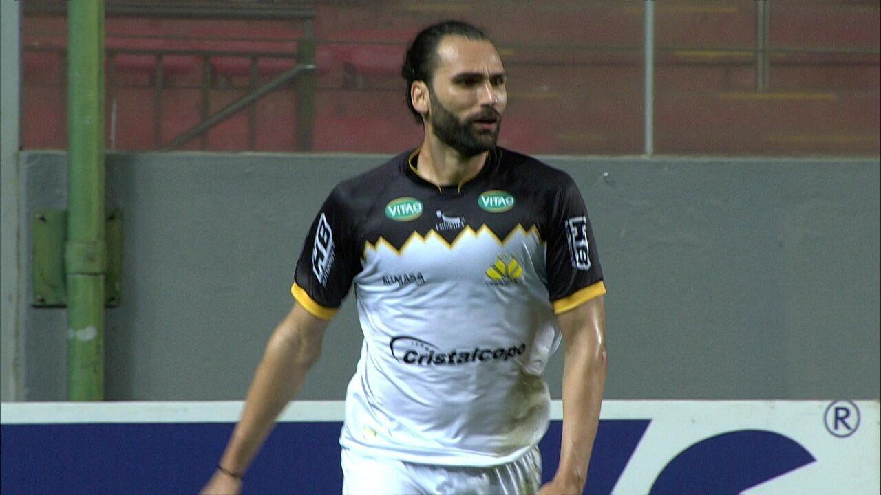 Gol do Criciúma! Após erro da zaga do América, Caique encontra Léo Gamalho livre para marcar, aos 19' do 2º tempo