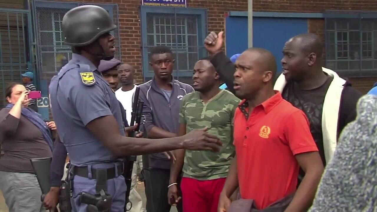 Nigerianos fogem de ataques xenofóbicos na África do Sul