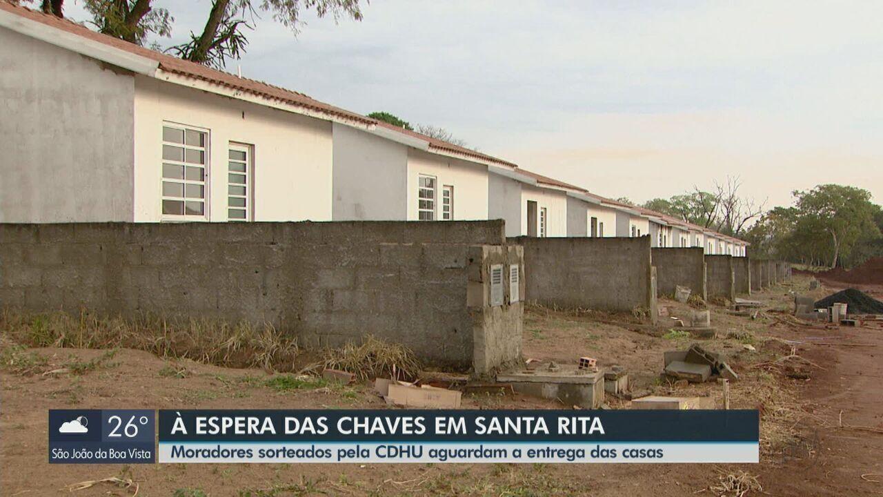 Moradores sorteados pela CDHU aguardam a entrega das casas em Santa Rita do Passa Quatro