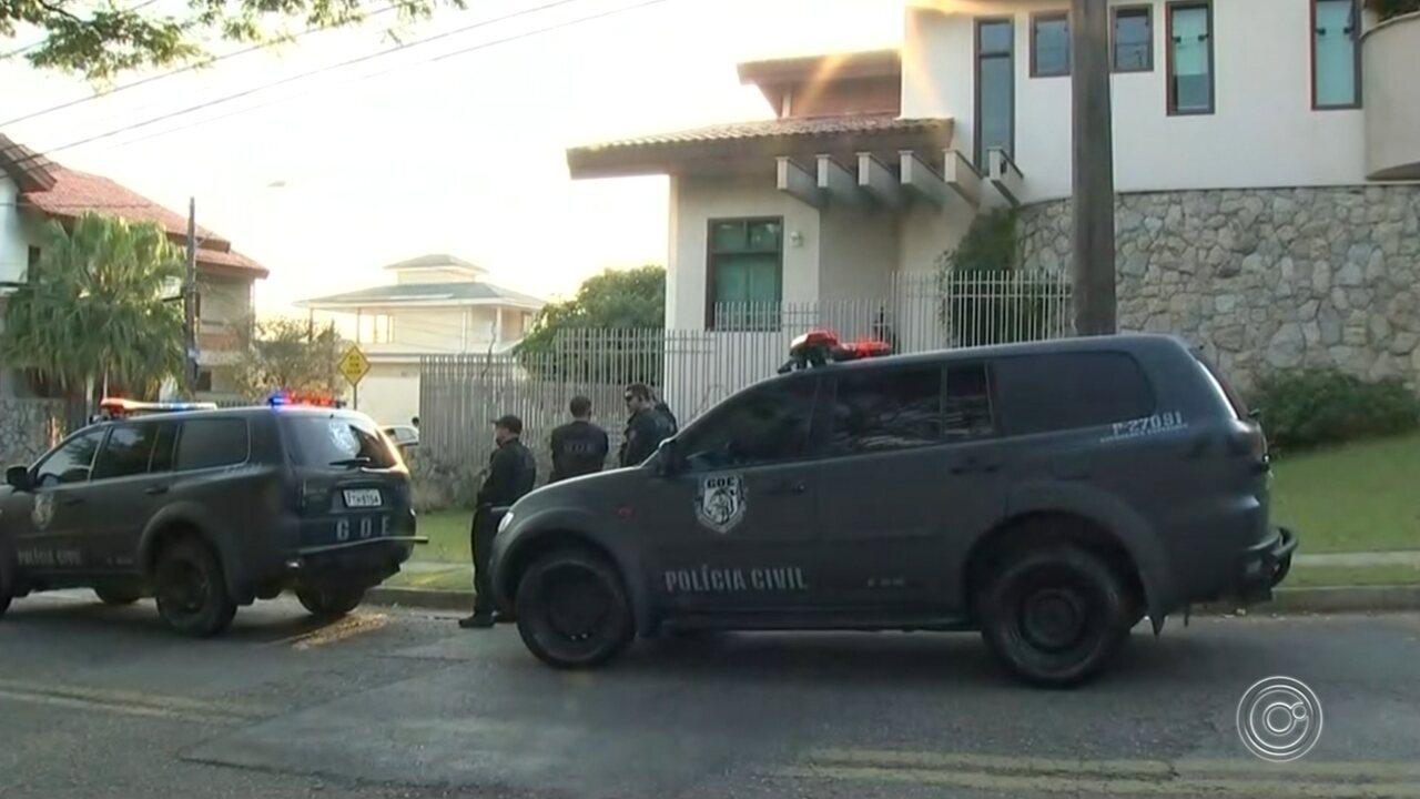 Polícia Civil cumpre mandado de busca e apreensão na casa do prefeito cassado José Crespo