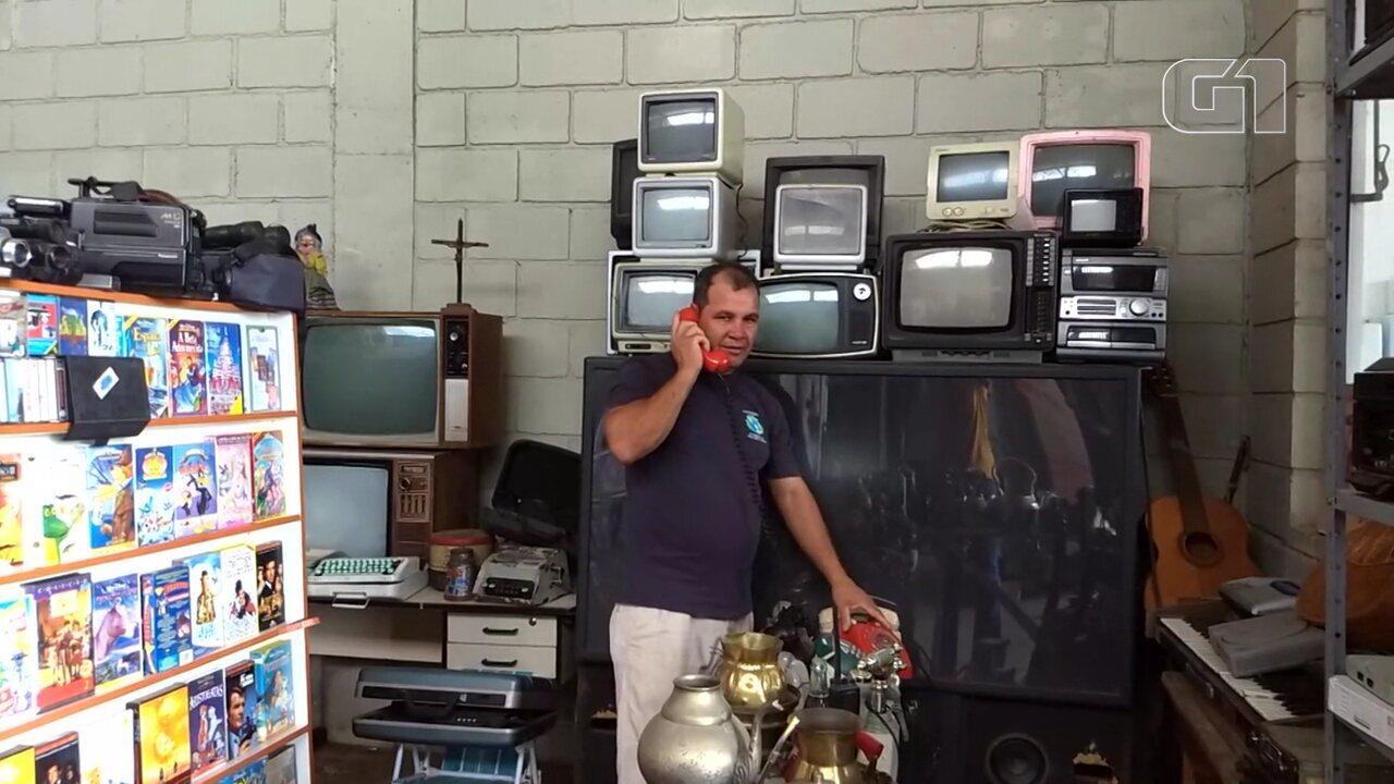 Homem monta museu com mais de mil peças descartadas no lixo em Curitiba